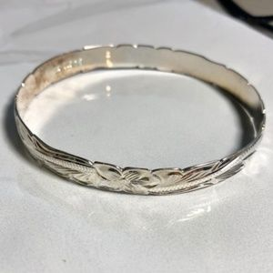 Hawaiian Style Sterling Silver Bangle Size 7.5